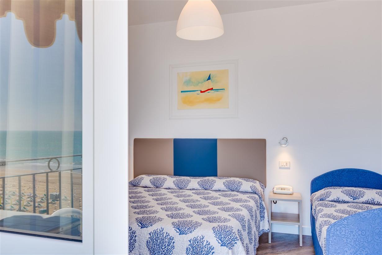 familien zimmer hotel manila. Black Bedroom Furniture Sets. Home Design Ideas