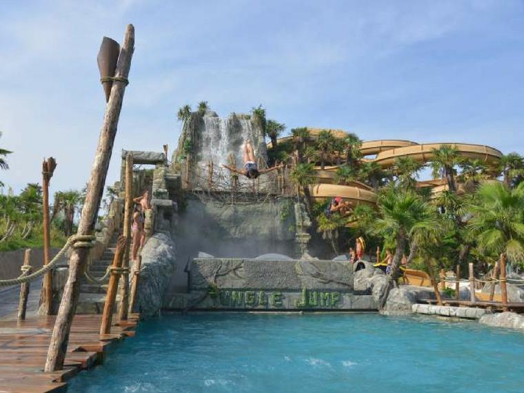 Hôtel 3 étoiles directment sur la mer avec piscine